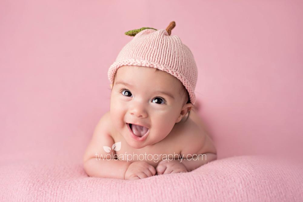 bergen-county-100-day-baby-photographer-peach-hat
